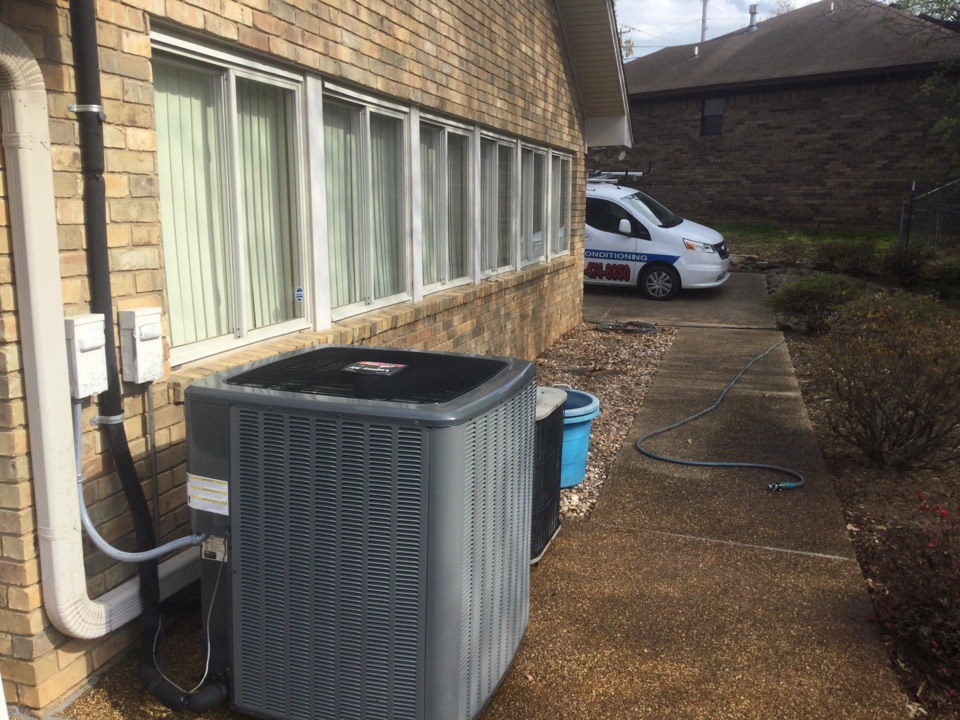 Van Buren, AR - Performed spring tuneup on legacy air by Tom's heating and air conditioning. And another York air conditioning unit. Both are cleaned, serviced, and ready for another cooling season. In Van Buren off of north 11th street.
