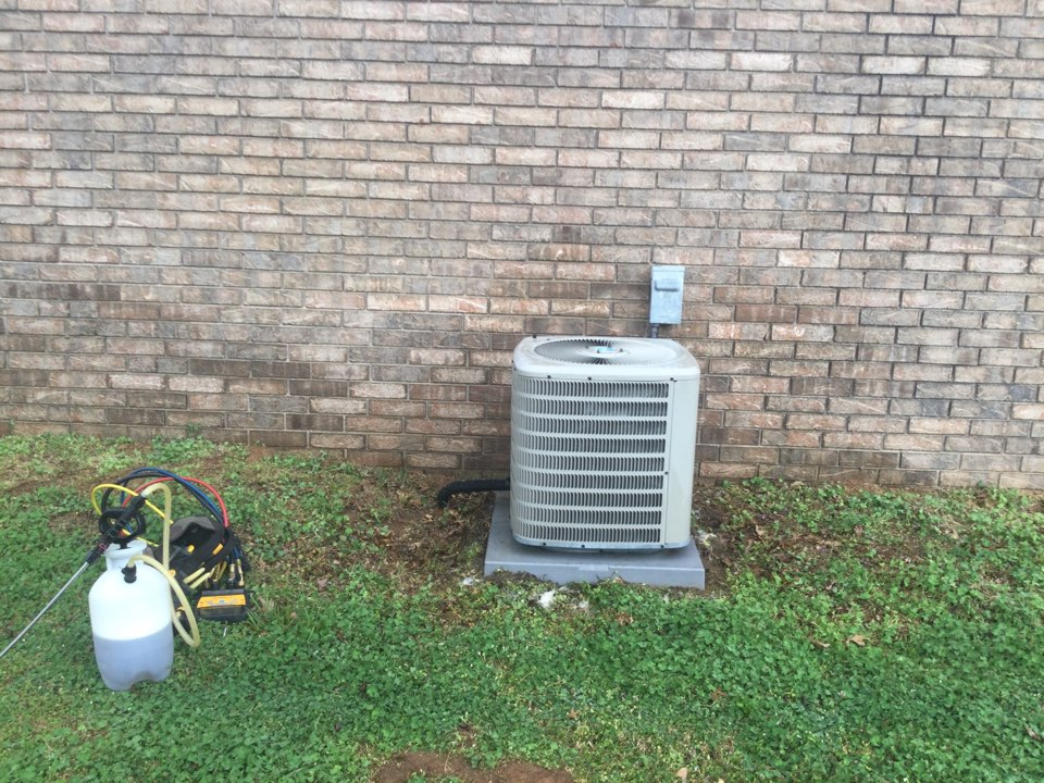 Van Buren, AR - Performing spring maintenance on a GMC air-conditioning unit all electrical components are in good working order and the charge is right where it needs to be this unit is ready for summer and Van Buren Arkansas.