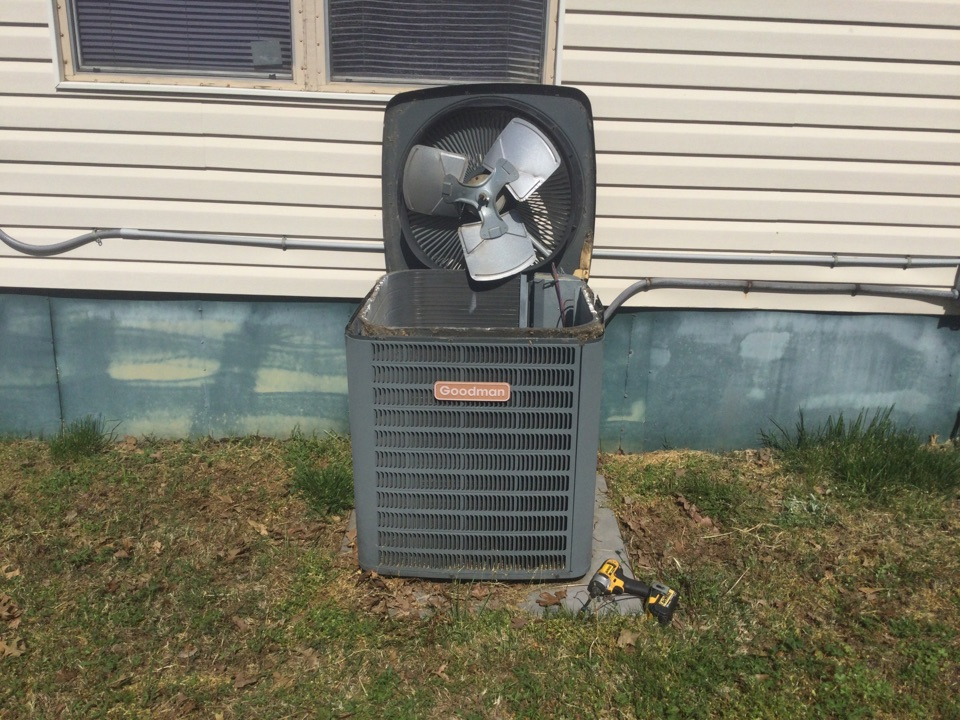 Van Buren, AR - Performing a leak search on a Goodman air conditioning unit in flat rock village and Van Buren Arkansas unit was very low on refrigerant recharge unit for the customer now I'm looking over the unit to ensure that he's ready for the summer