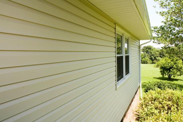Gainesville, VA - Replaced old, peeling siding with brand new vinyl siding on this Gainesville, VA home in Prince William County!