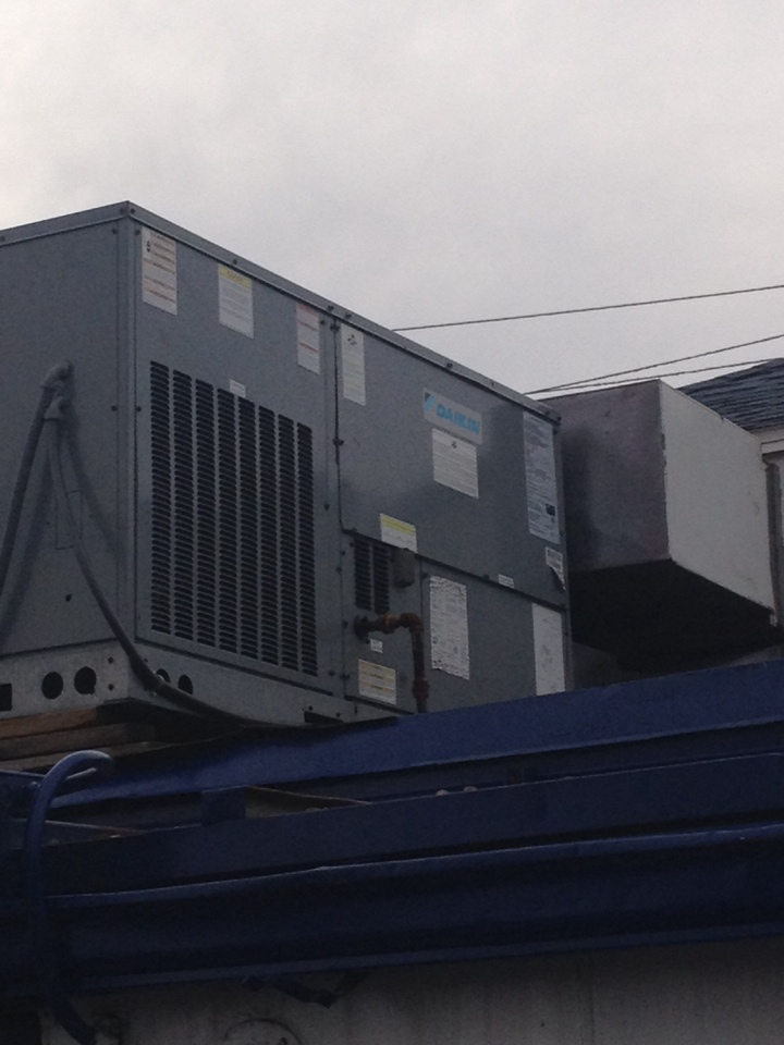 Du Quoin, IL - Daikin Package Unit Repairs