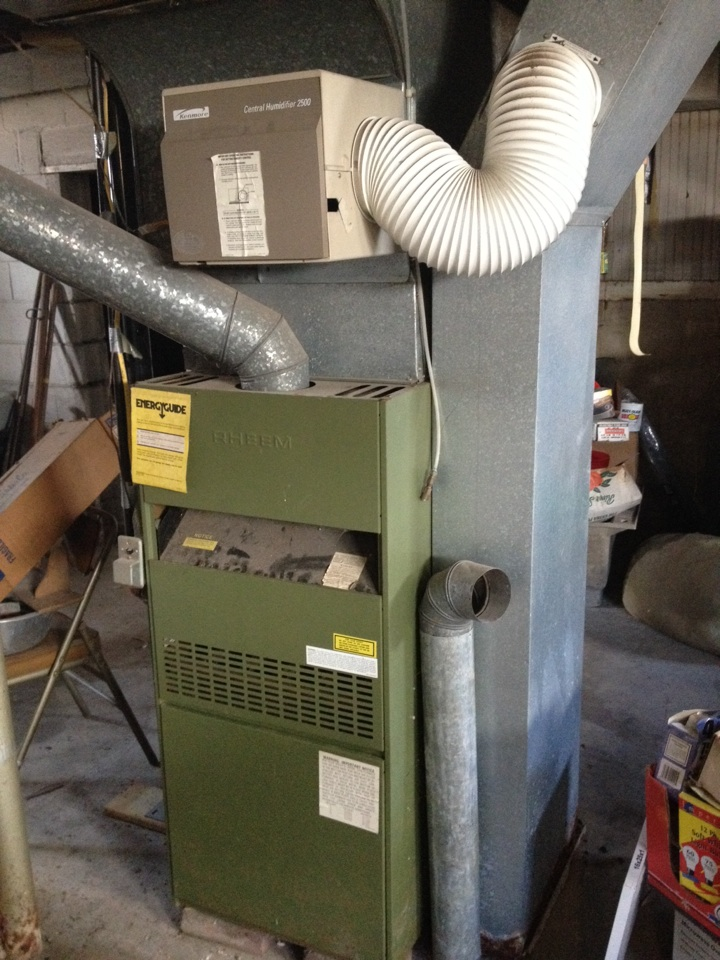 Christopher, IL - Heatin repair - servicing a Rheem furnace