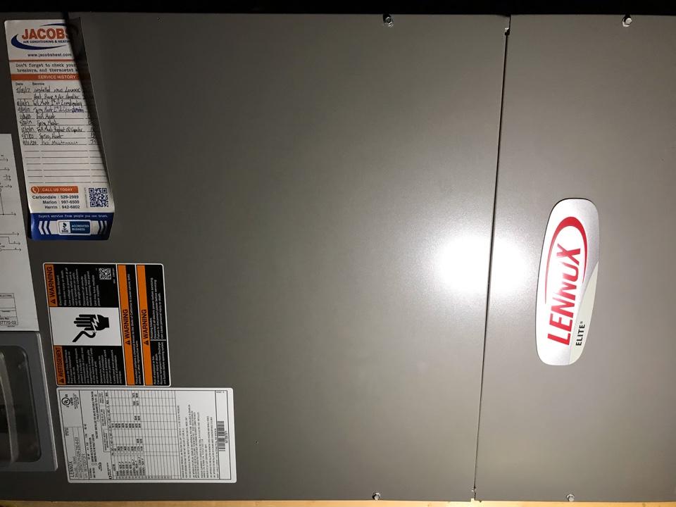 De Soto, IL - Lennox electric heat pump fall maintenance