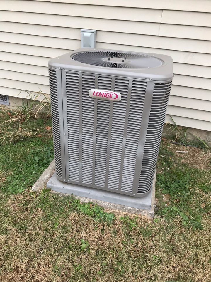 De Soto, IL - Lennox electric heat pump fall maintenance