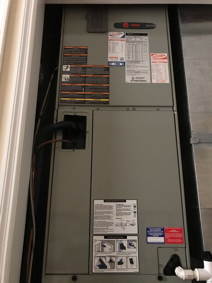 Makanda, IL - Two Trane electric heat pump fall maintenance