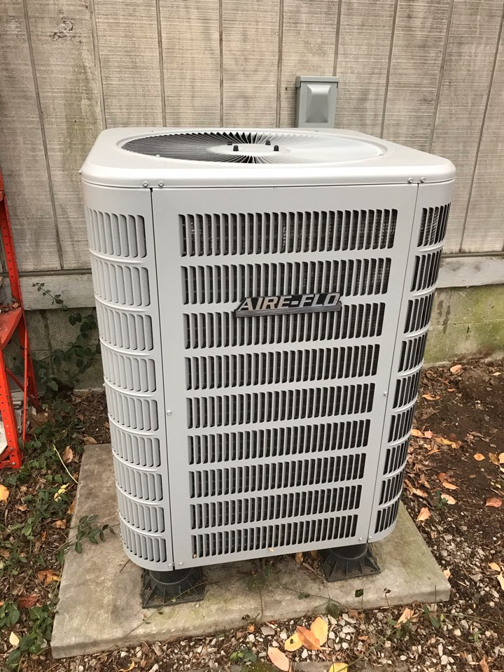 Carbondale, IL - Fall maintenance on Trane gas furnace Aire-Flo heat pump system