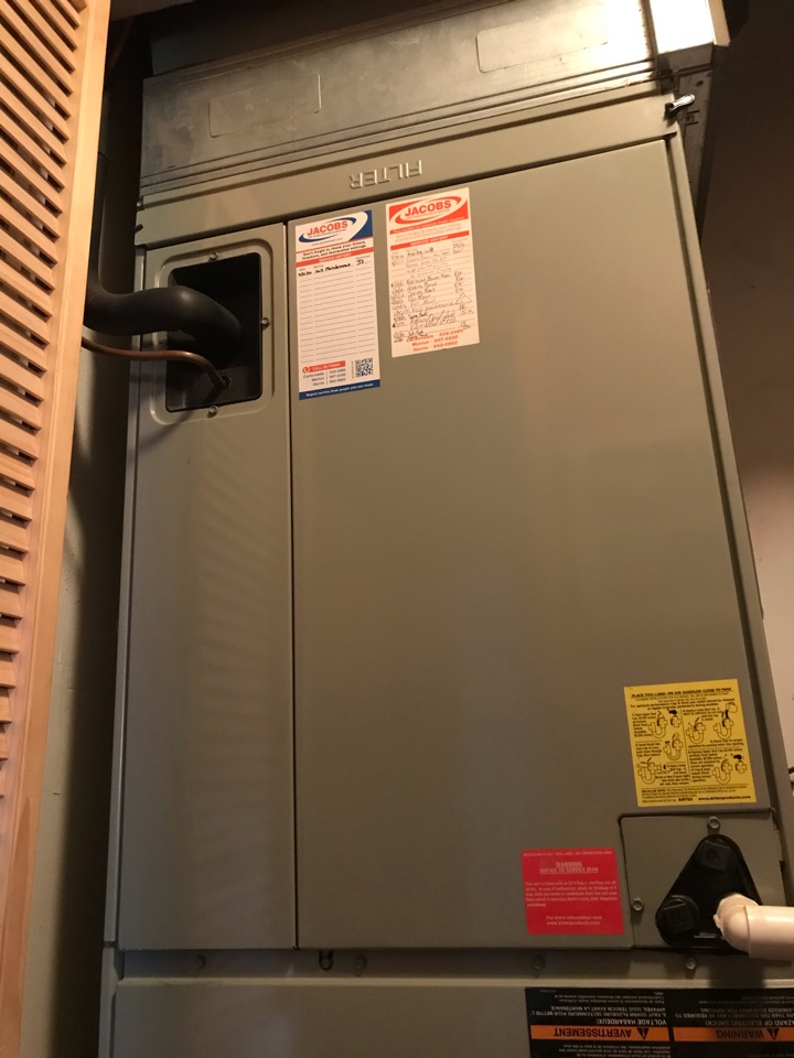 Du Quoin, IL - Trane electric heat pump fall maintenance
