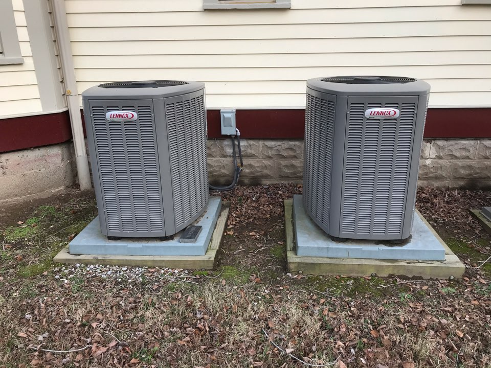 Carbondale, IL - Fall maintenance on 3 Lennox systems