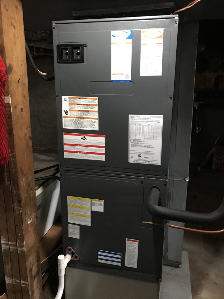 Carbondale, IL - Fall maintenance on Goodman electric heat pump