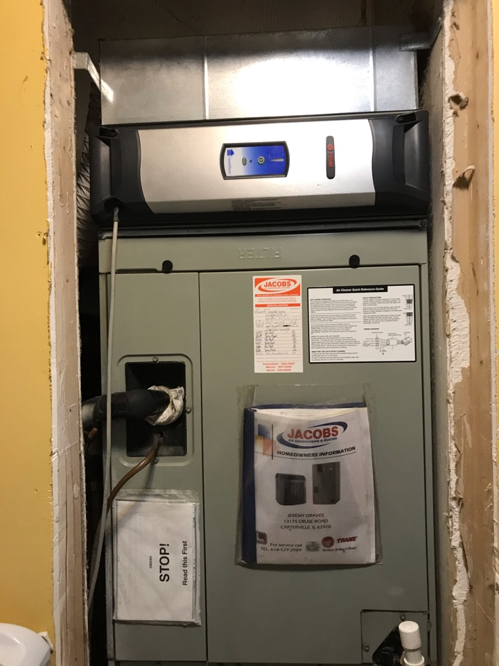 Carterville, IL - Fall maintenance on Trane electric heat pump
