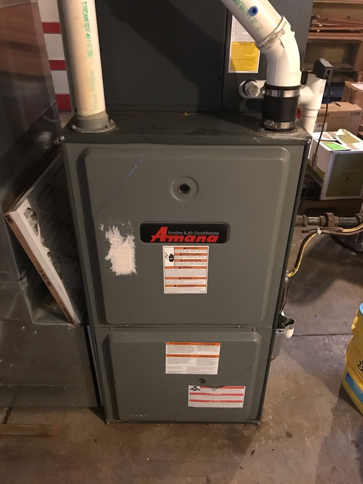 Carbondale, IL - Fall maintenance on Amana gas furnace