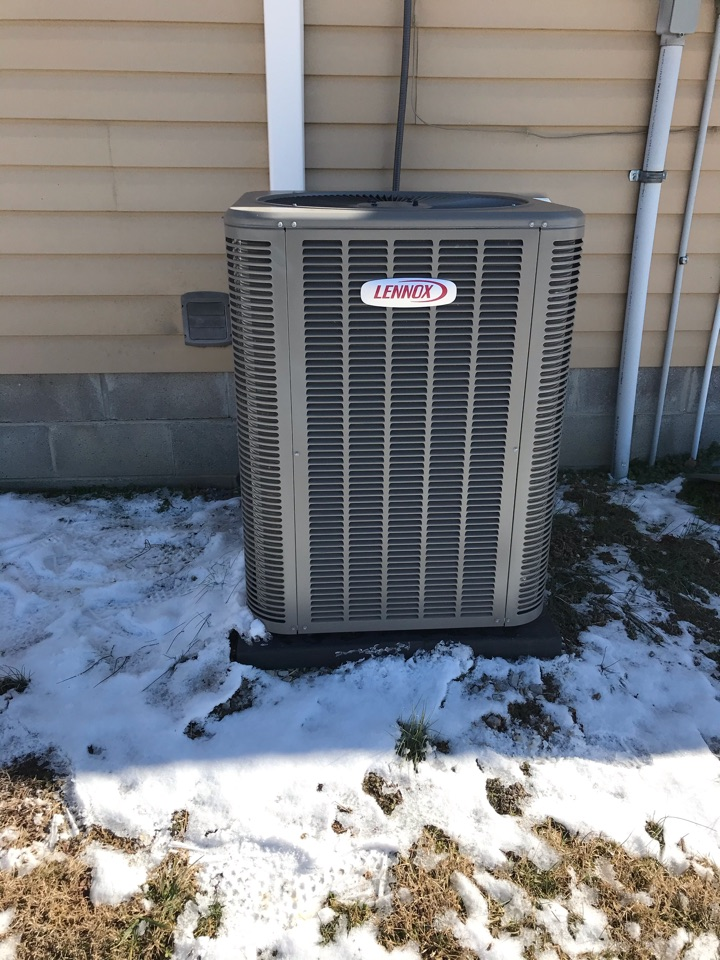 Makanda, IL - Fall maintenance on Lennox electric heat pump