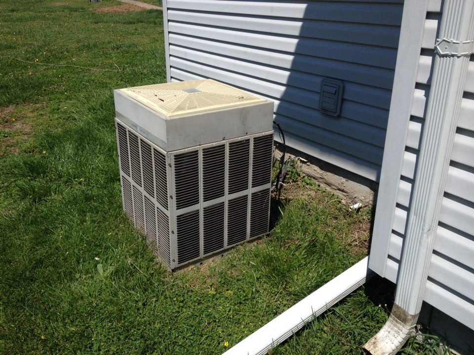Johnston City, IL - Quoting a replacement air conditioner