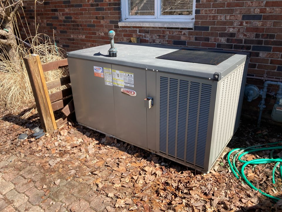 Carterville, IL - Heating repair - Lennox gas package unit