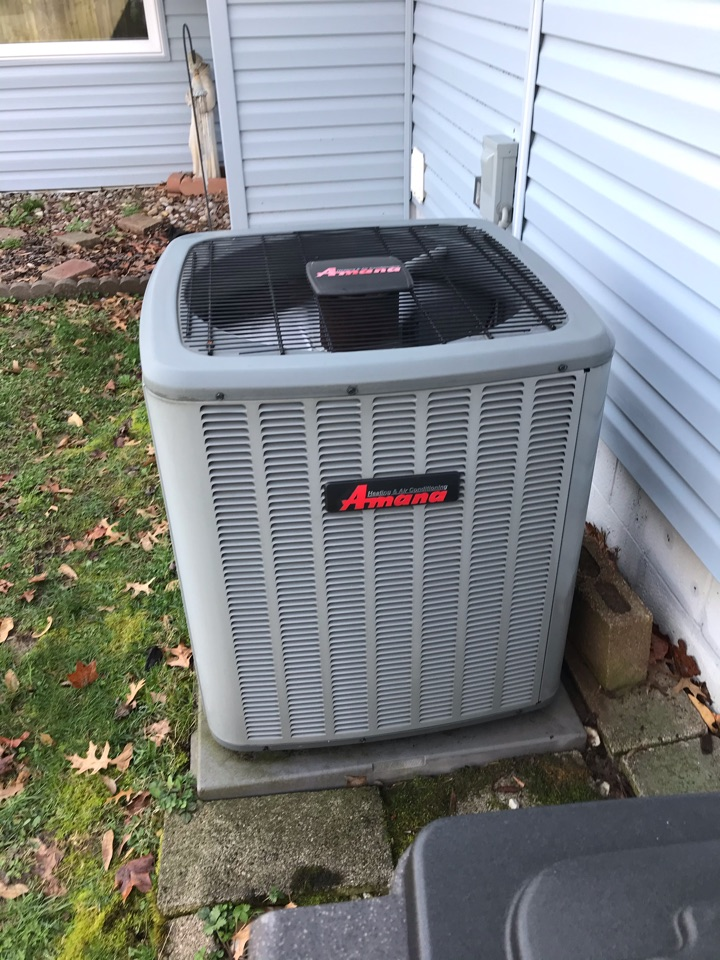 Carbondale, IL - Spring maintenance on Amana air conditioner