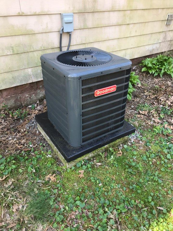 Murphysboro, IL - Spring maintenance on Goodman air conditioner