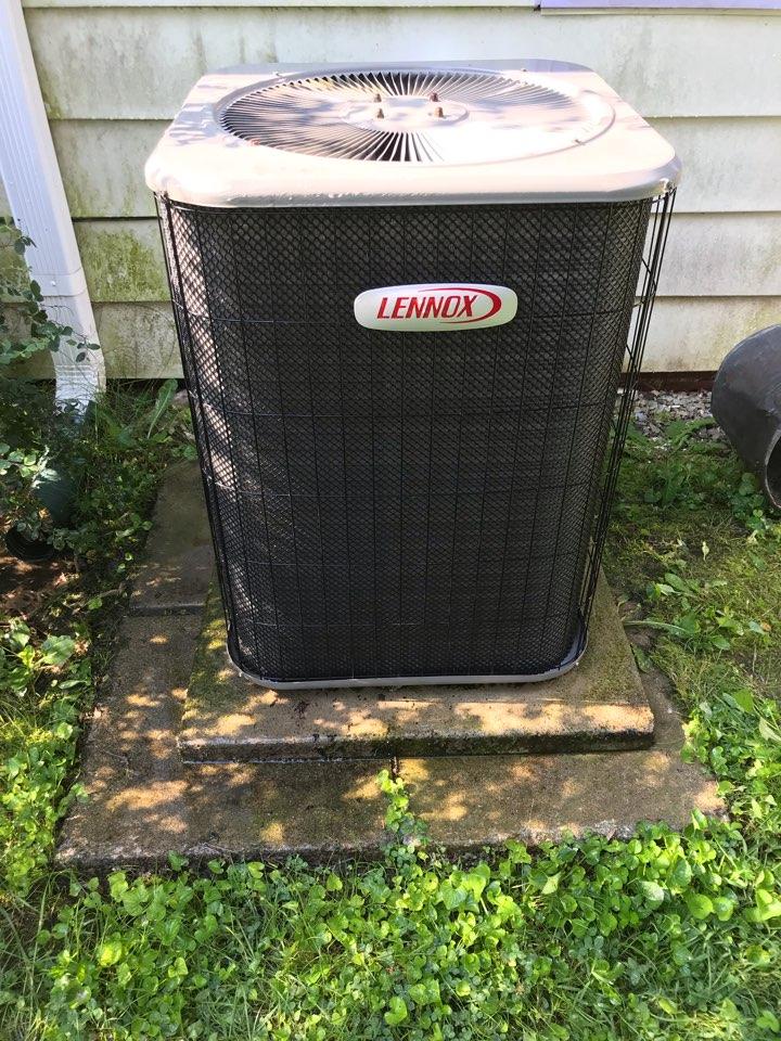 Murphysboro, IL - Spring maintenance on Lennox air conditioner