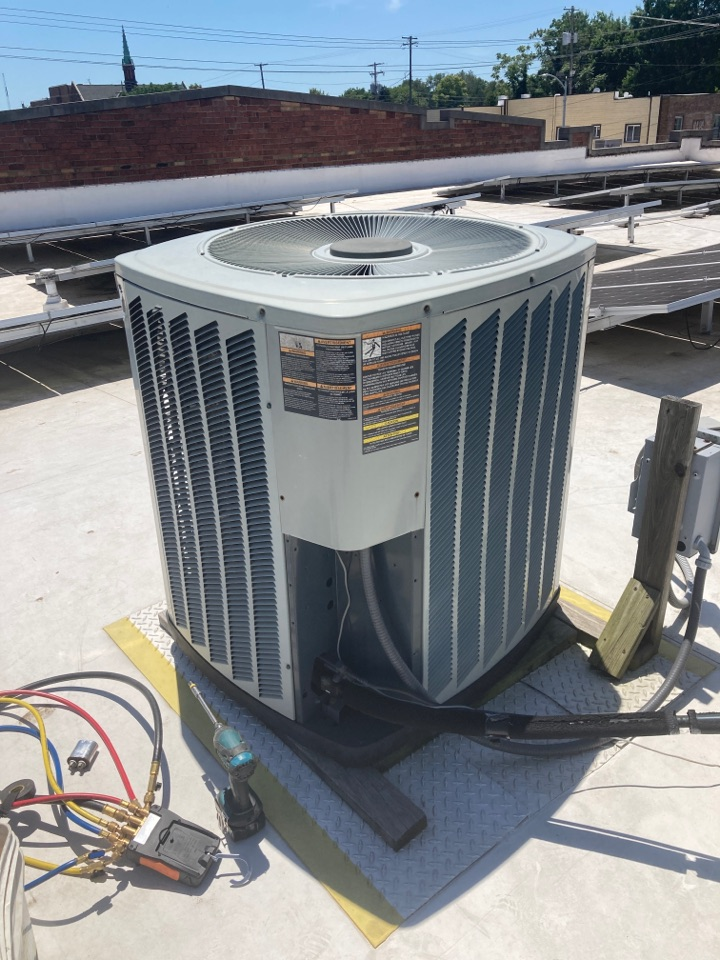 Carbondale, IL - Commercial ac service - repairing a Trane air conditioner