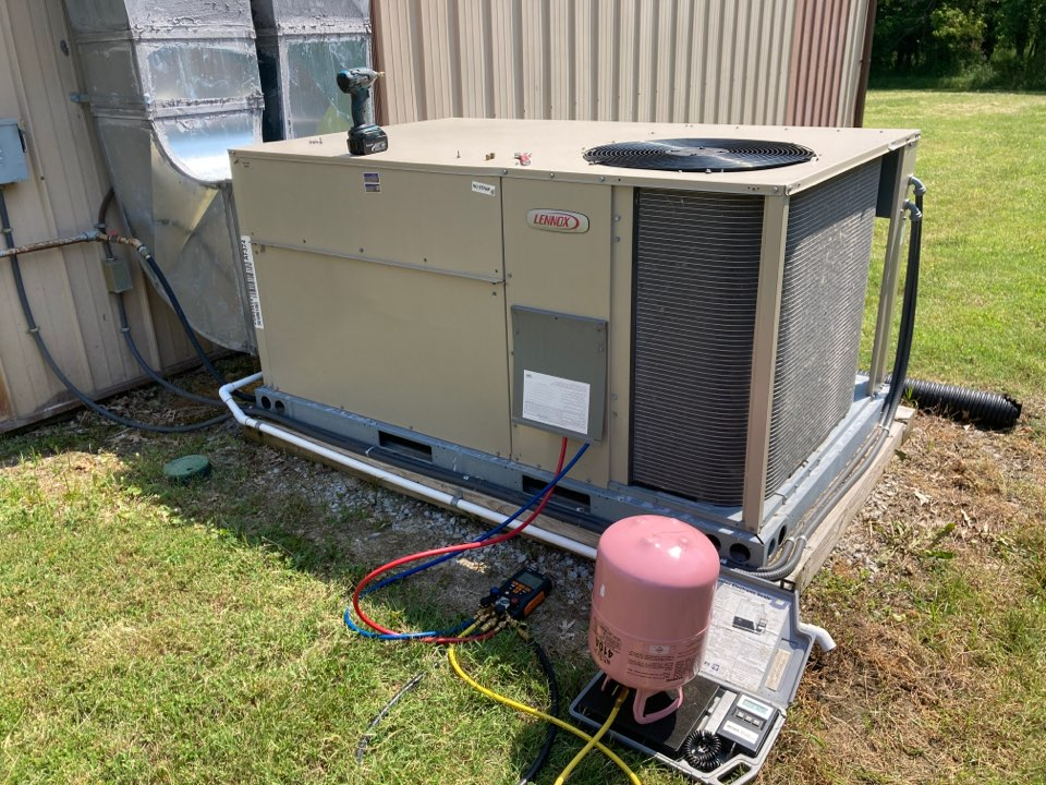 Carbondale, IL - Commercial air conditioning service - repairing a Lennox package unit