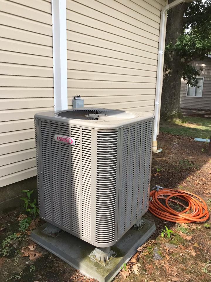 Murphysboro, IL - Spring maintenance on Lennox heat pump