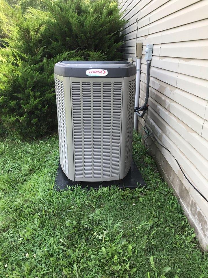 De Soto, IL - Spring maintenance on Lennox heat pump