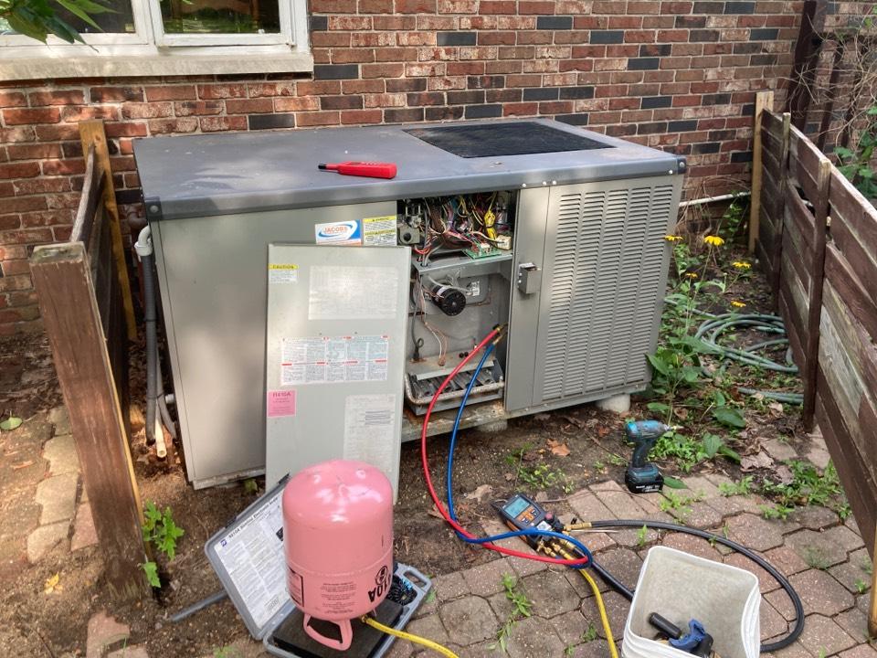 Carterville, IL - A/C service - Lennox air conditioner