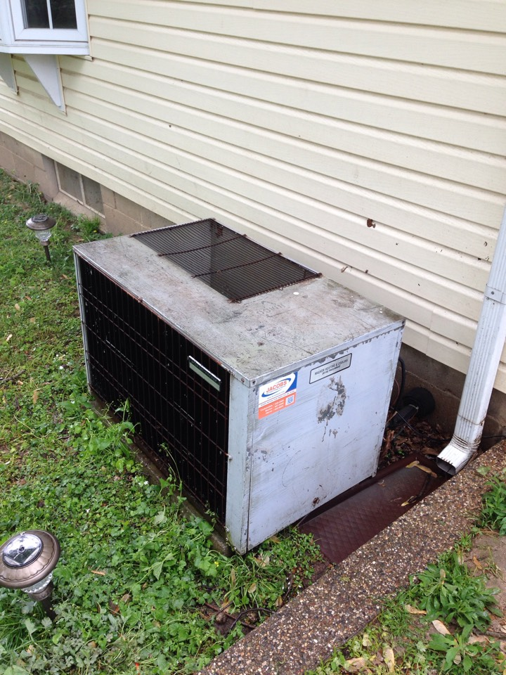 Herrin, IL - Cooling maintenance AC tune up and cleaning. Carrier furnace and Stewart-Warner air conditioner