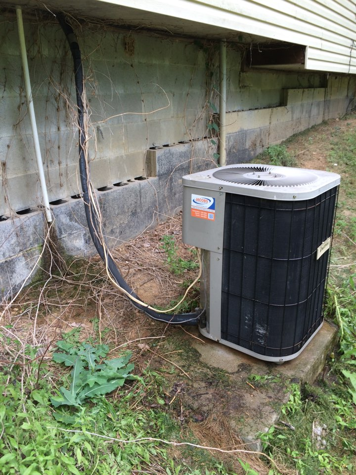 Cobden, IL - A/C repair - servicing a Janitrol air conditioner