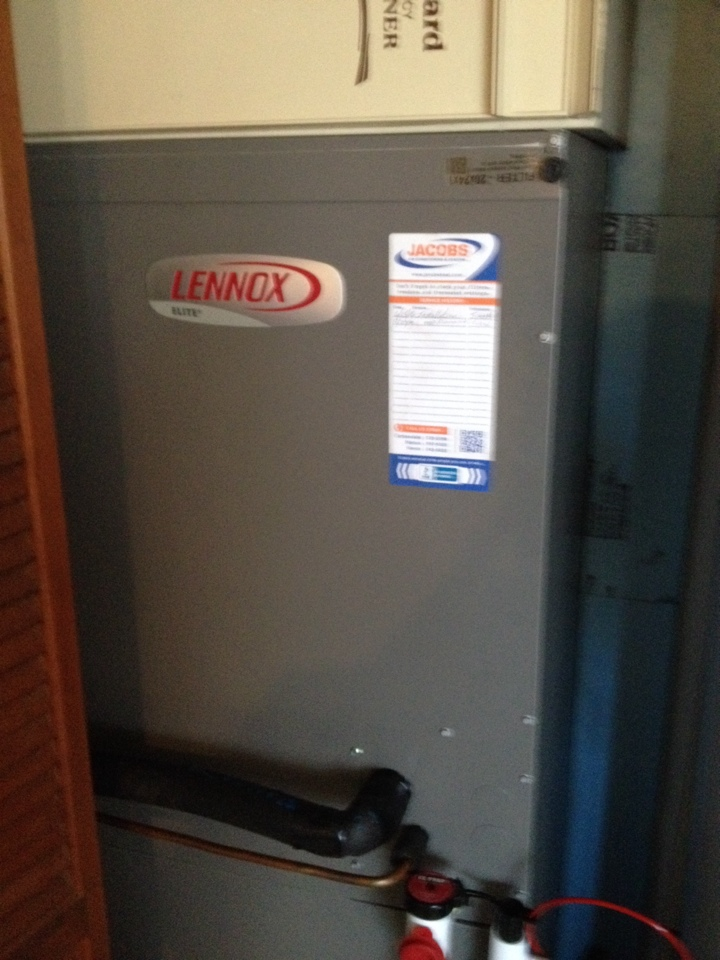 Elkville, IL - Lennox heat pump fall check up.