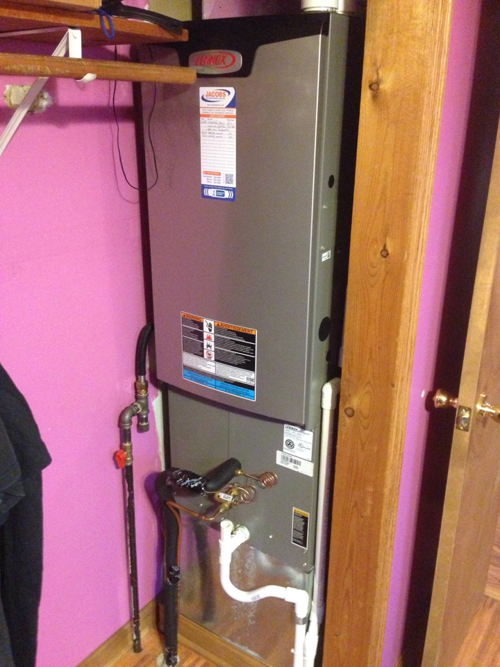 Johnston City, IL - Fall maintenance heating tune up and furnace cleaning. Lennox down flow furnace