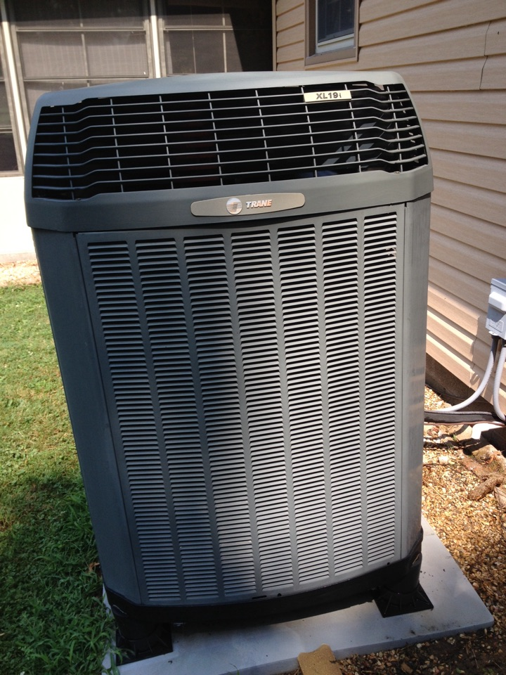 Du Quoin, IL - Maintenance on Trane heat pump