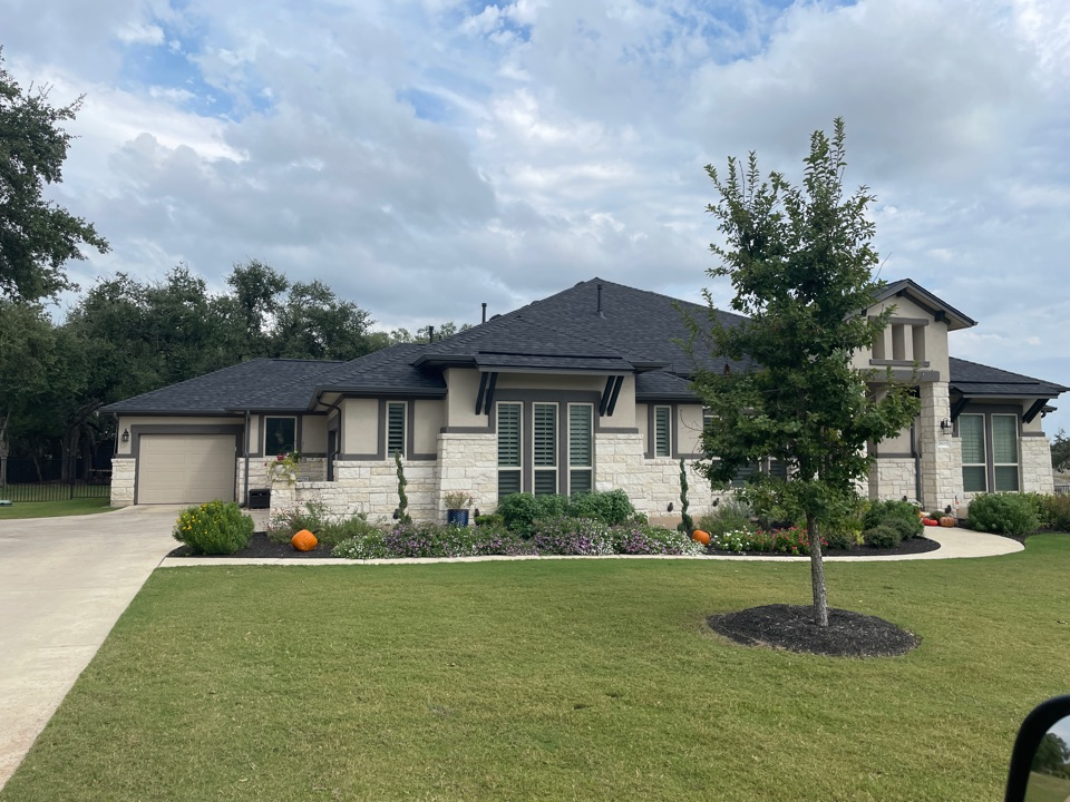 Leander, TX - Replaced roof with IKO Dynasty Granite Black