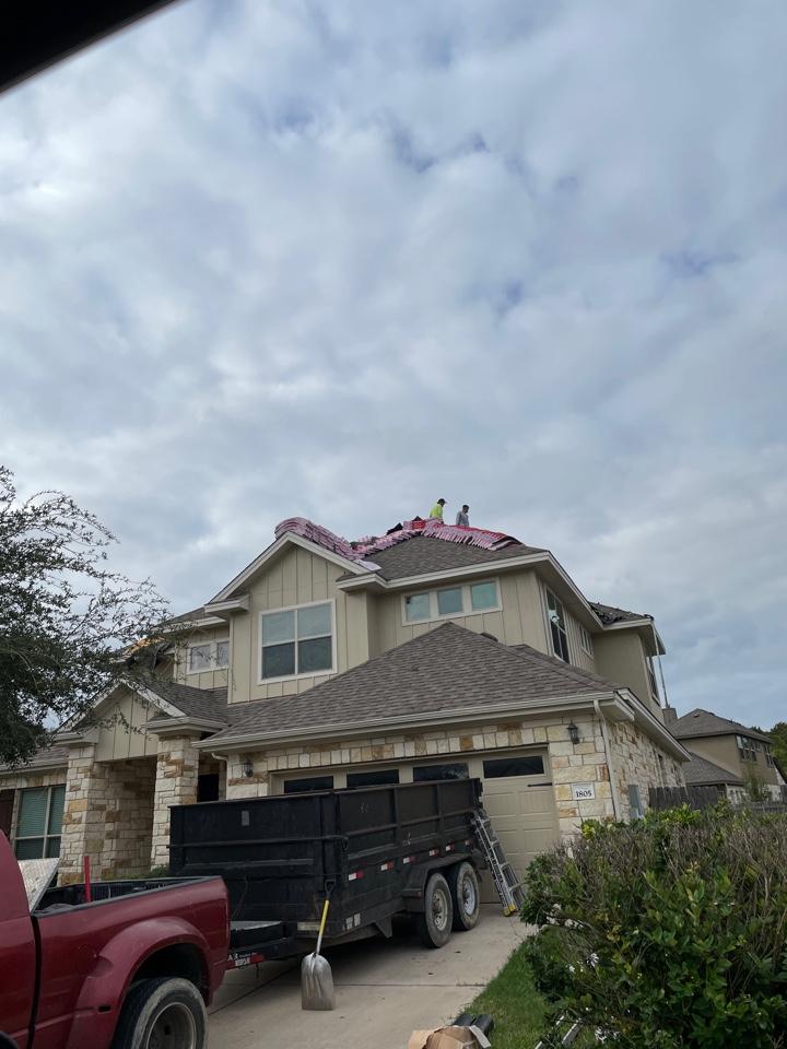 Leander, TX - Roof tear off