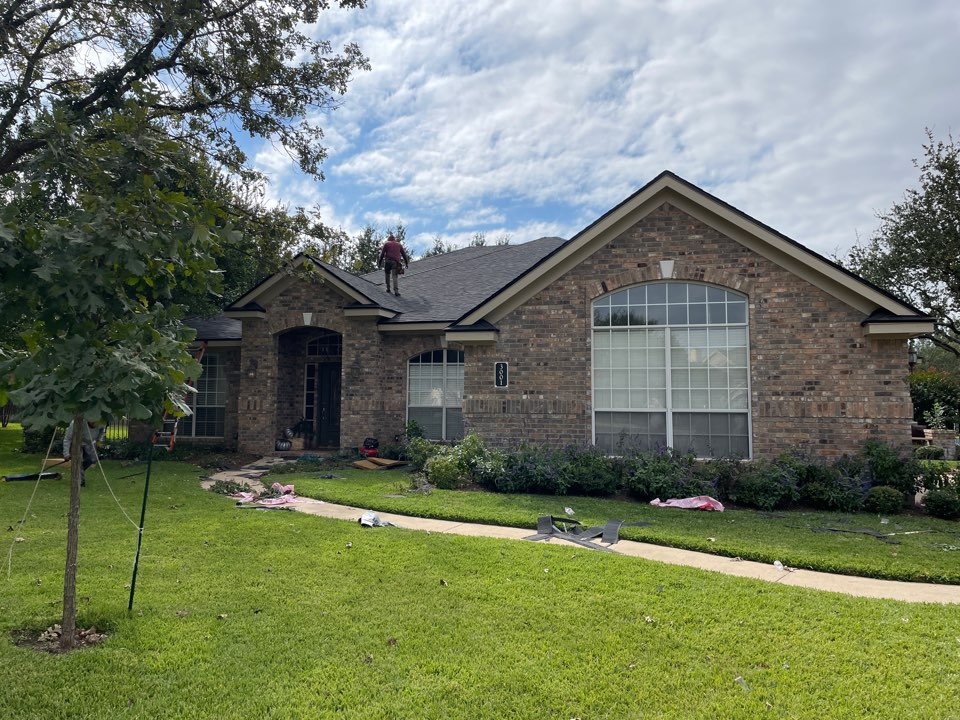 Round Rock, TX - Roof Replacement with 0wens Corning Oakridge Tru Def Onyx Black
