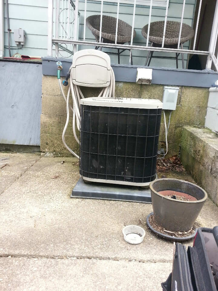 Baltimore, MD - Goodman air conditioner repair call in Hampden. AC needed new capacitor.