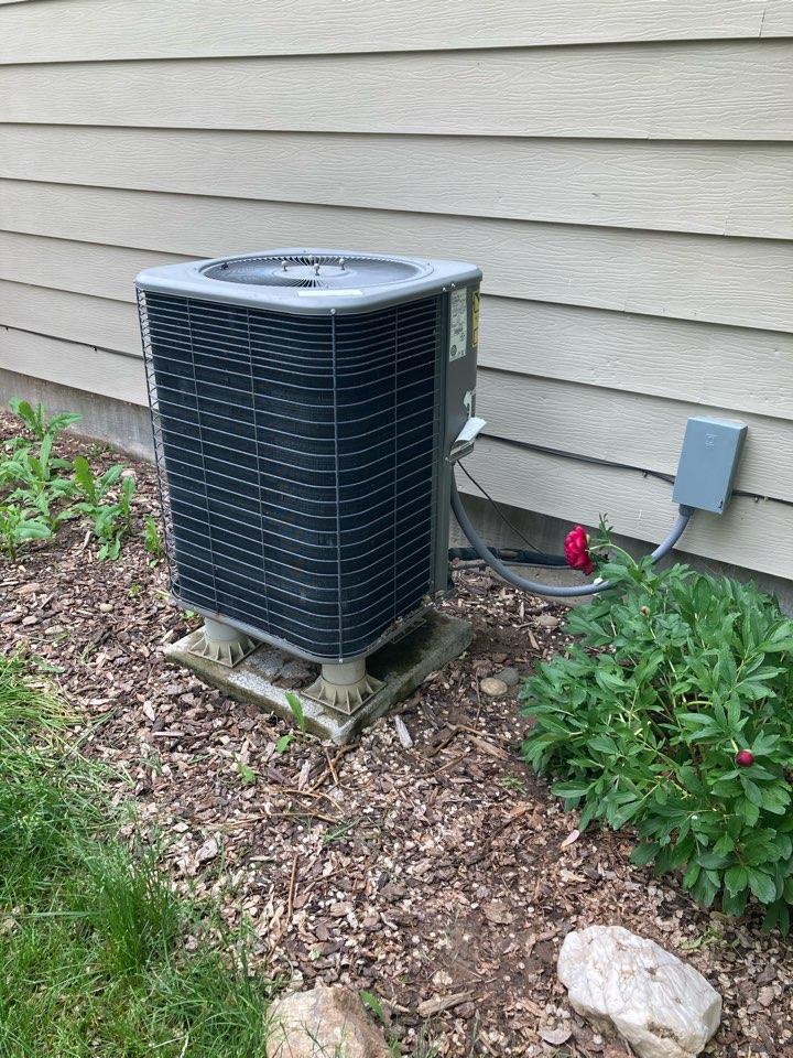 Ducltless mini split system and replacing Lennox heat pump