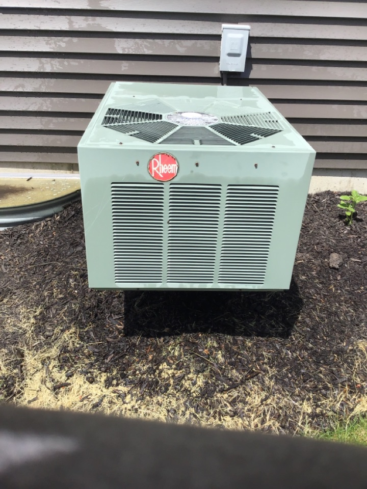 Montgomery, IL - Doing a preventative maintenance on a Rheem air conditioner
