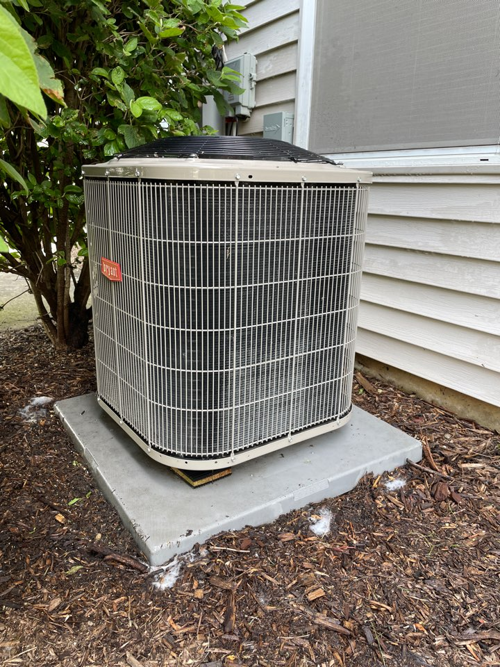 Aurora, IL - Doing a preventative maintenance on a 6 year old Bryant A/C unit at Montgomery.