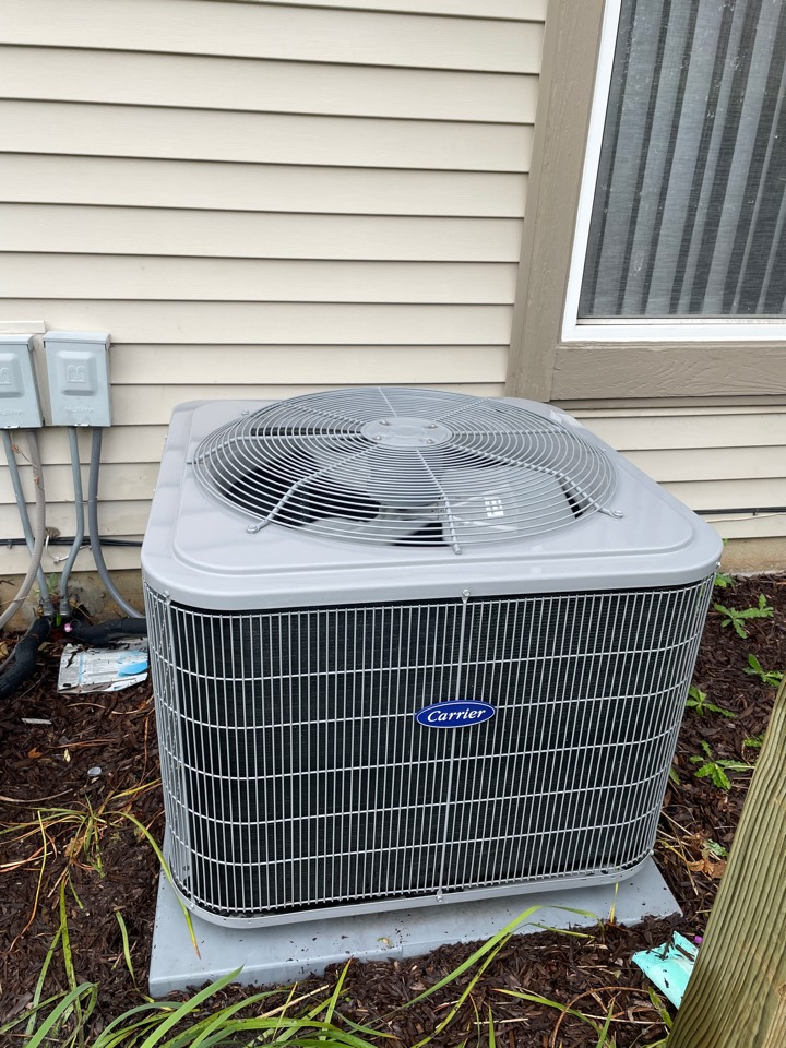 Aurora, IL - Doing a preventative maintenance on a 3 year old Carrier A/C unit in Aurora.