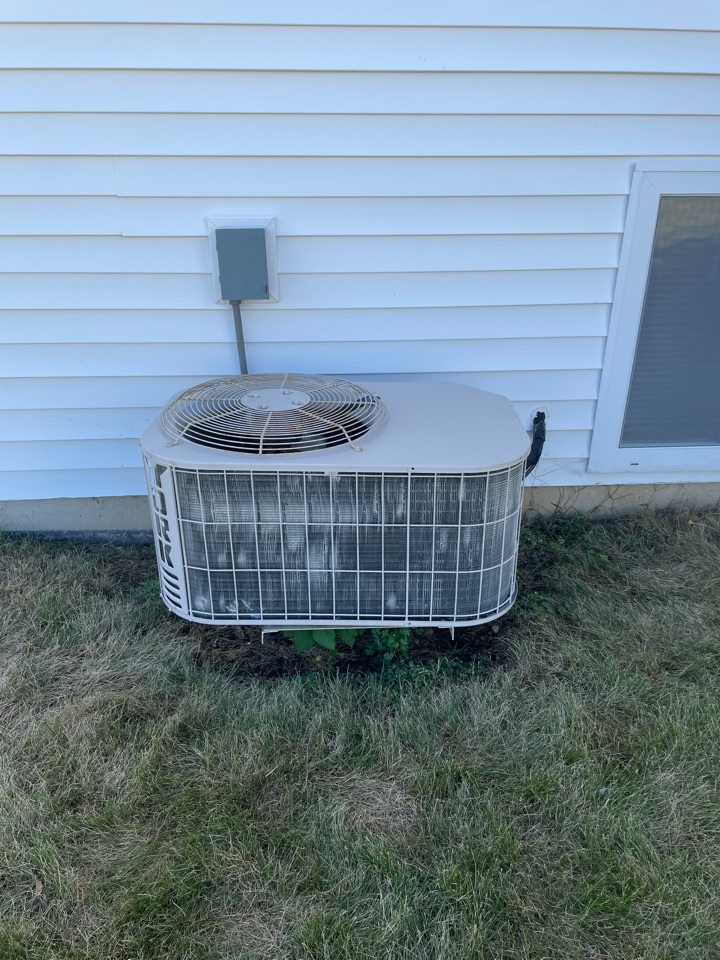 Romeoville, IL - Doing a preventative maintenance on a 19 year old York A/C unit in Romeoville.