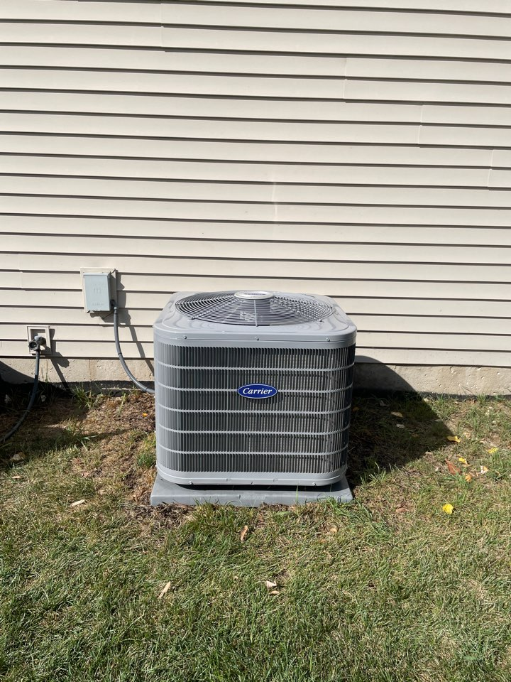 Aurora, IL - Doing a preventative maintenance on a 1 year old Carrier A/C unit in Aurora.