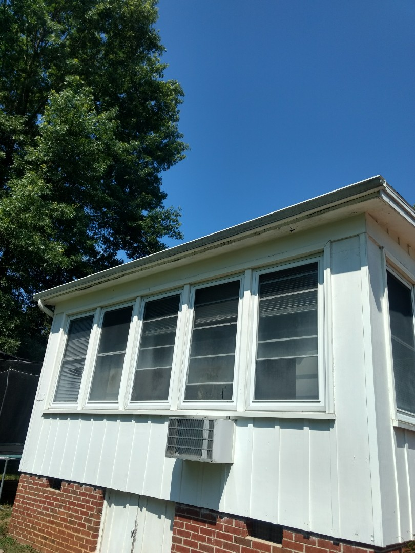 Kingsport, TN - This home needs it's gutters and soffit repaired. I am giving the homeowner a free estimate today.