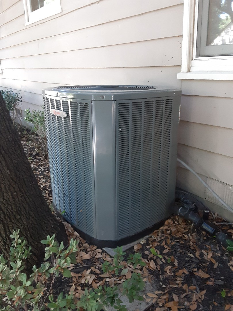 Dallas, TX - Fan motor and capacitor change out on a xr15 trane system