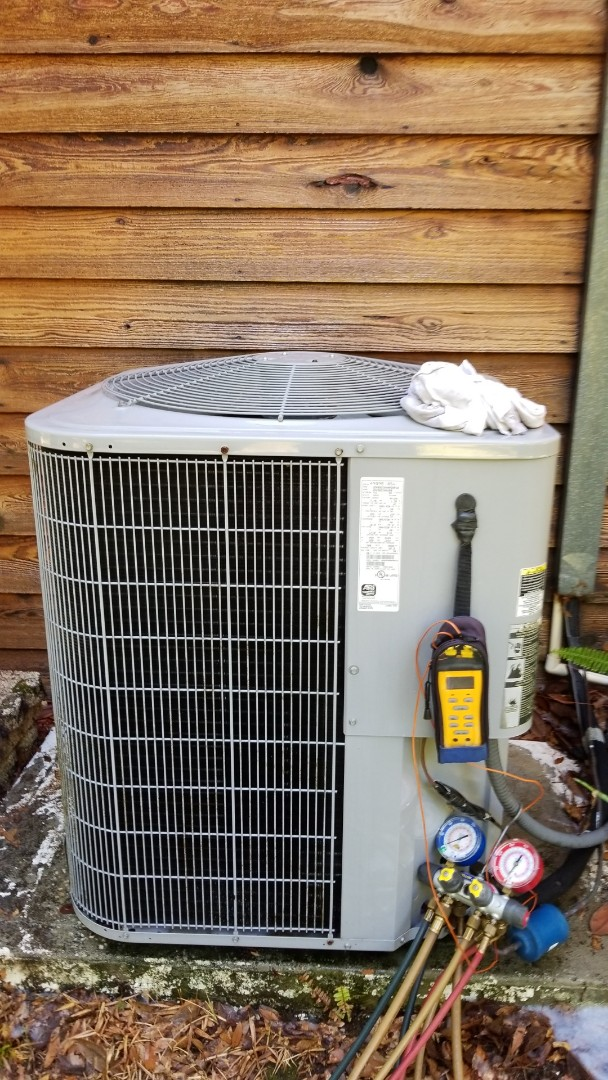 Inverness, FL - Bay Area professional tune up and maintenance on carrier heat pump system.