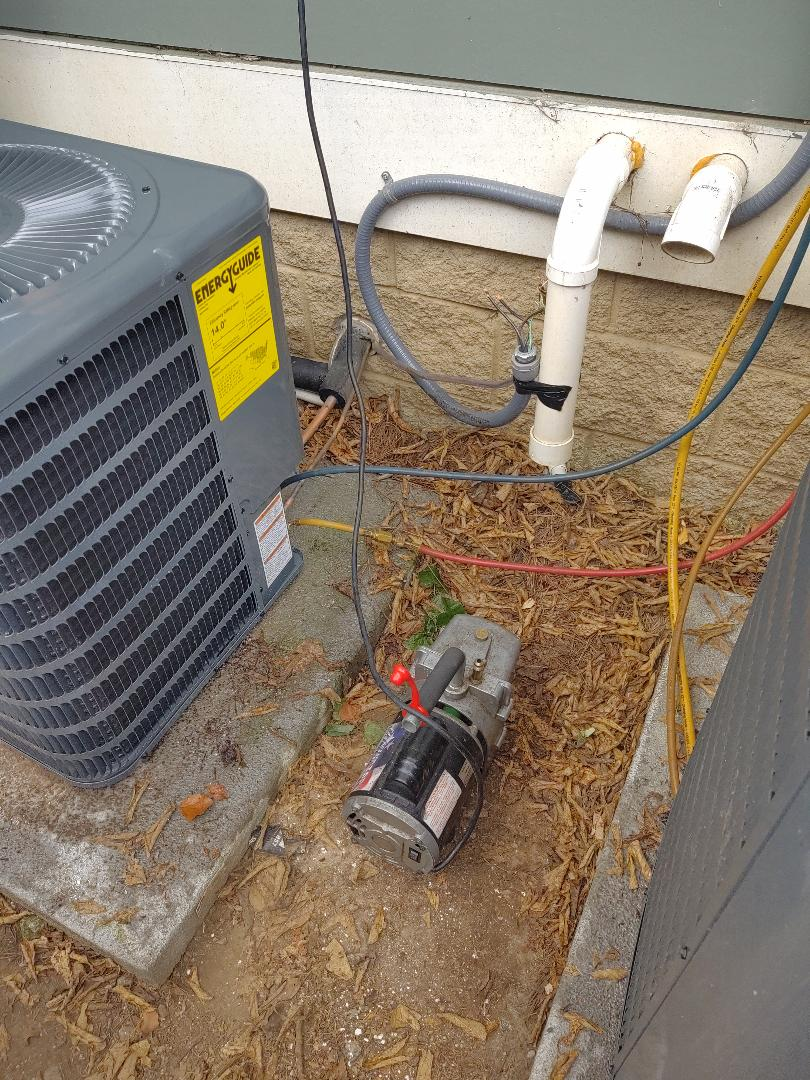 Nashville, TN - Changing a condenser out for a family in North Nashville.