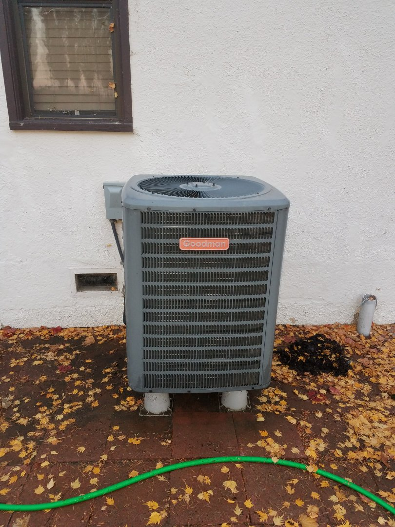 Selah, WA - HVAC maintenance on Goodman Heat Pump.