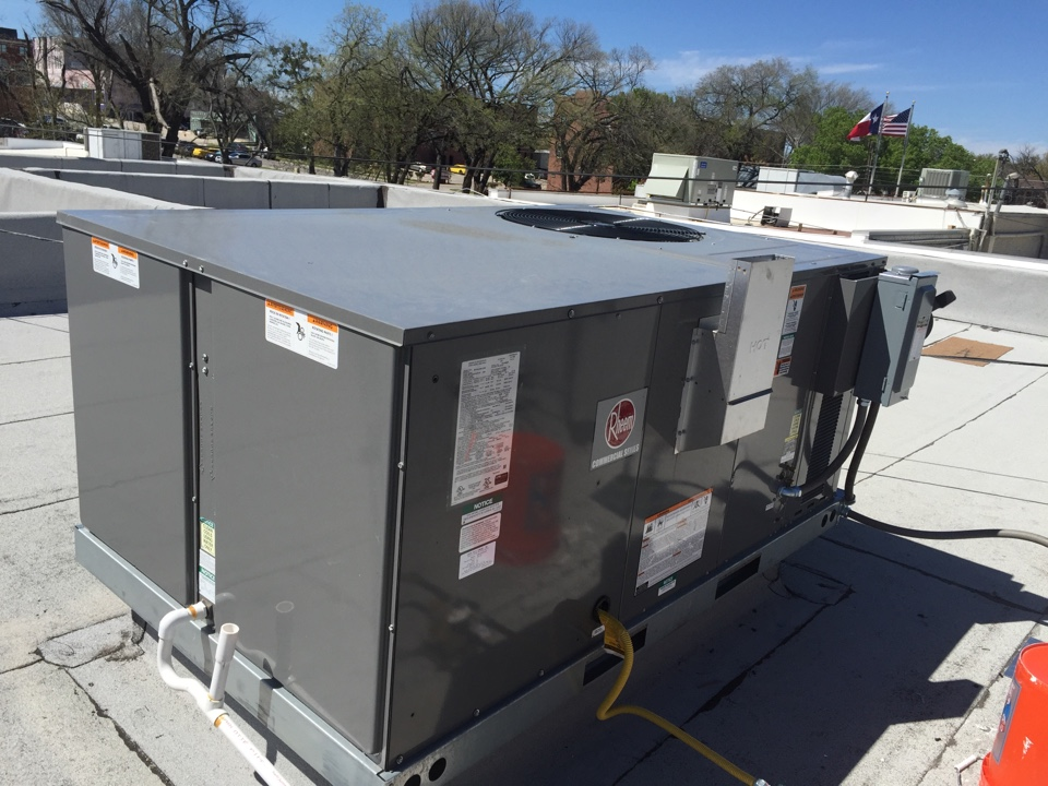 Denton, TX - Installing 5-ton gas pack heating and cooling unit on flatlanders taco company