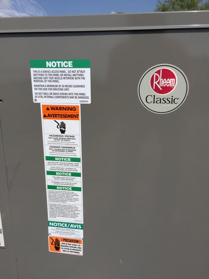 Venus, TX - Installing duct and a new 3.5 ton Rheem heat pump unit