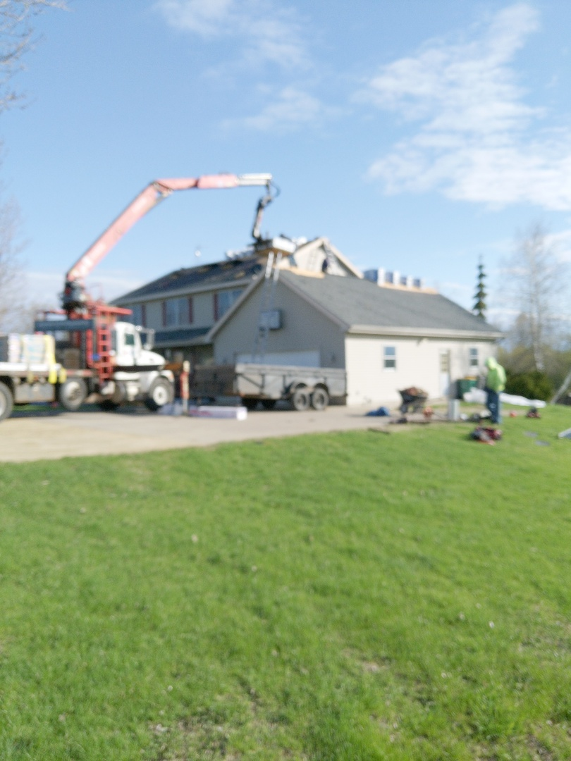 River Falls, WI - Roofing home in River falls Wisconsin installing malarkey SBS rubberized asphalt shingles rainforest