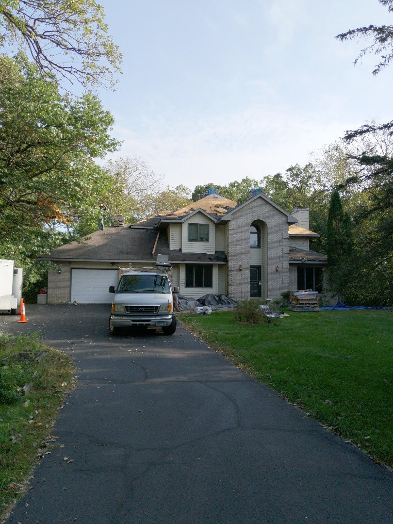 River Falls, WI - Installing certainteed landmark asphalt shingles heather blend with ridge vent